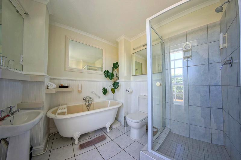 Luxury Bathroom Milkwood Manor on Sea